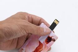両面フルカラーのカード型USB!